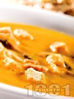 Морковена крем супа със сметана, пащърнак и крутони - снимка на рецептата